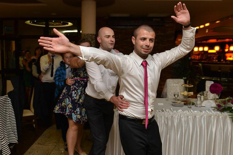 Pan mlody podczas wesela