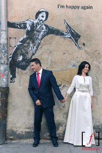Fotografia pary mlodej na Kazimierzu w Krakowie
