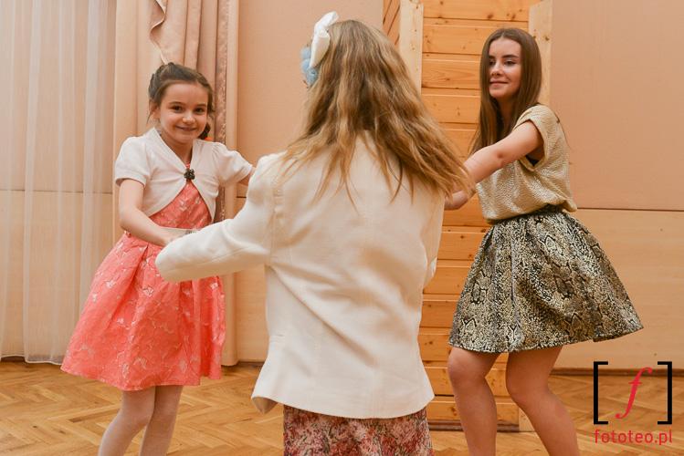 Zabawy dzieci na weselu