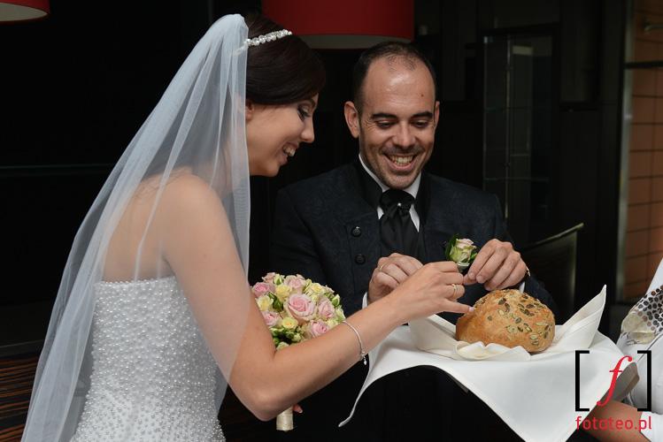 Powitanie chlebem i sola na weselu