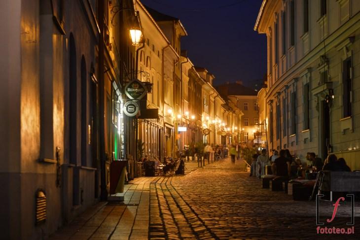Rynek wBielsku-Białej fotografowany odWzgórza