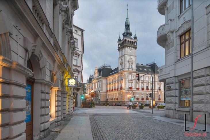 Ratusz wBielsku-Białej. Fotografia odstrony ul.Ratuszowej