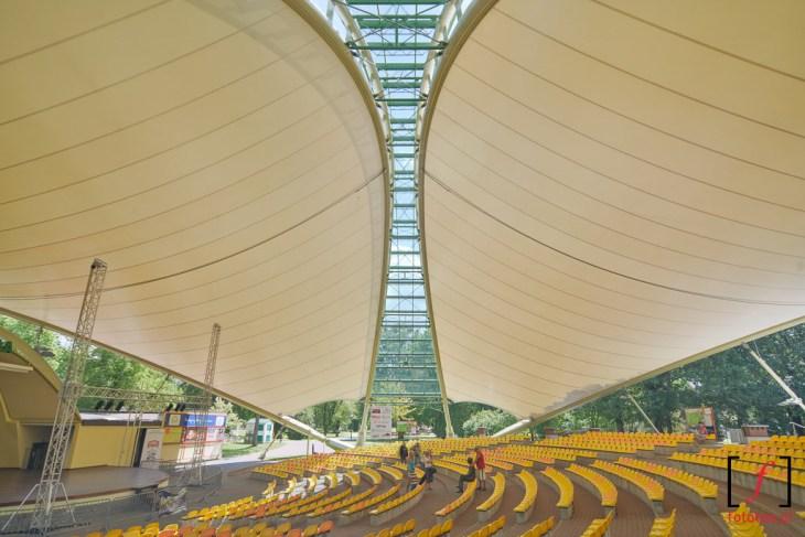 Fotografia architektury. Wnętrze amfiteatru wWiśle