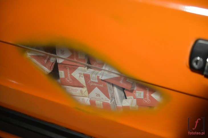 Drzwi przemitniczego Fiata 126p