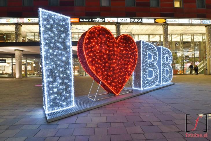 I love BB. Świąteczna iluminacja przedSferą