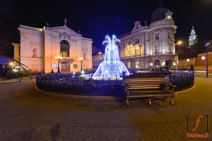 Plac przedTeatrem Polskim iPocztą.