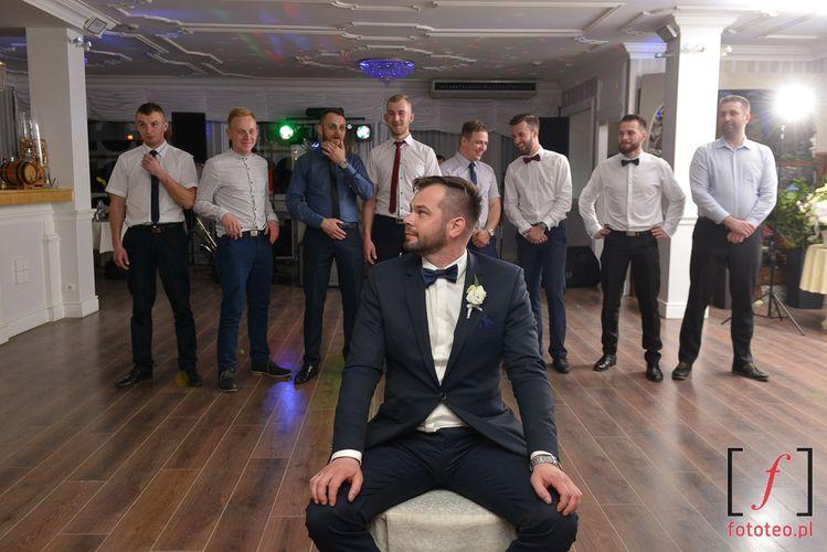 Oczepiny na weselu w Bielsku. Fotografia