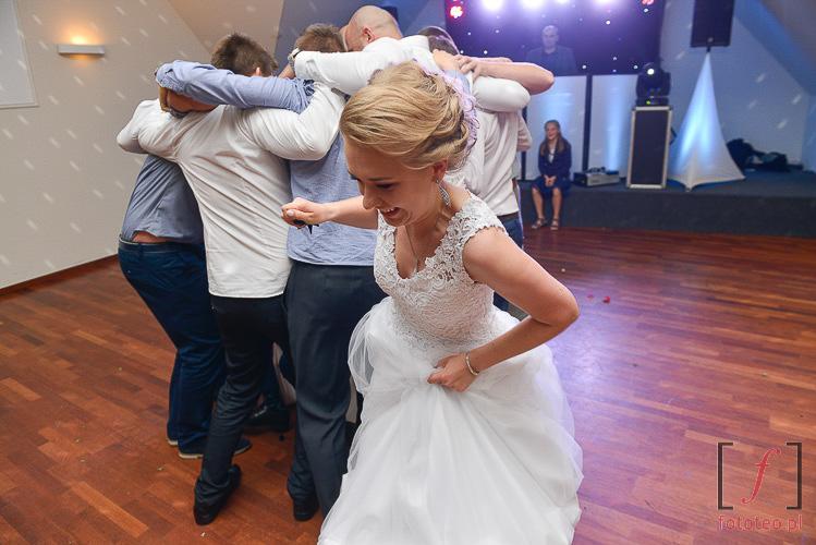 Reportaż ślubny z oczepin