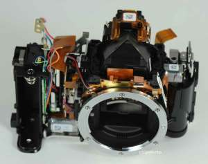 Nikon-D5200-sensor-made-by-Toshiba-3