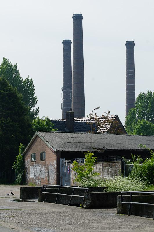 Vervallen fabrieksterrein langs Kanaalweg