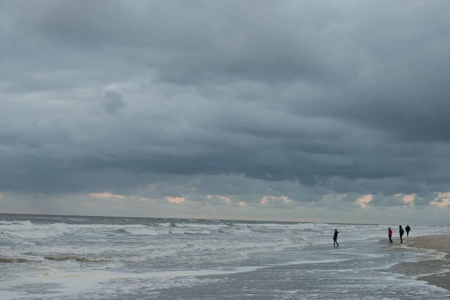 Wolken boven strand Texel