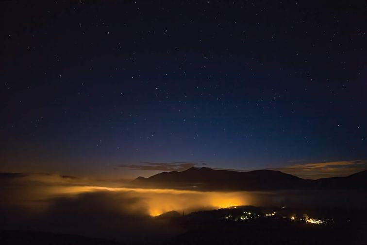 From Walla Crag the lights of Keswick illuminate the inversion cloud. Can you make out the Plough (aka Ursa Major or Great Bear) above Skiddaw? Canon 5D, 12-24mm at 12mm, ISO 400, 25 secs at f/5, tripod. © Stuart Holmes 2014
