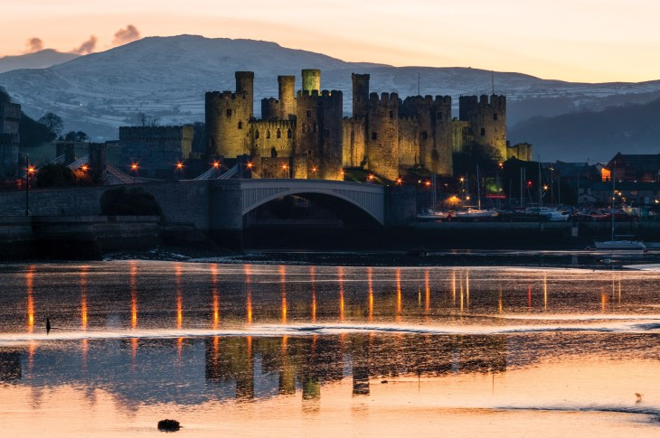 A winter sunset; Conwy Castle reflected in the partially frozen estuary. Pentax K20D, DA17-70 at 55mm, 1 sec @ f/13, ISO 100, tripod. © Simon Kitchin