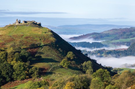 Early morning autumn mist flanks the Castell Dinas Bran castle in Llangollen. Pentax K5, DA55-300 at 170mm, 1/60 sec @ f/13, ISO 80, tripod