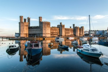 From the quay side, evening sun on Caernarfon Castle at high tide in November. Pentax K20D, 12-24 at 14mm, 1/8 sec @ f/16, ISO 250, tripod. © Simon Kitchin