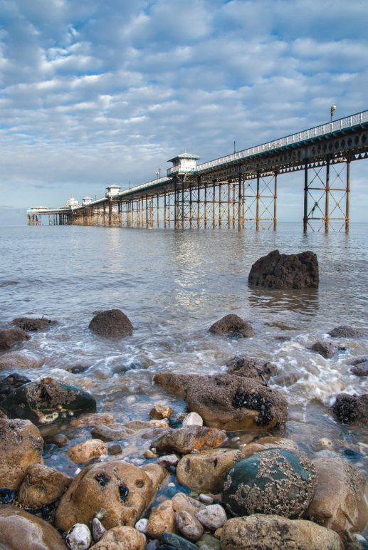 The receding tide below the pier reveals a great rocky foreground. Samsung GX10, Sigma 17-70 at 17mm, 1/30 sec @ f/11, ISO 200. © Simon Kitchin