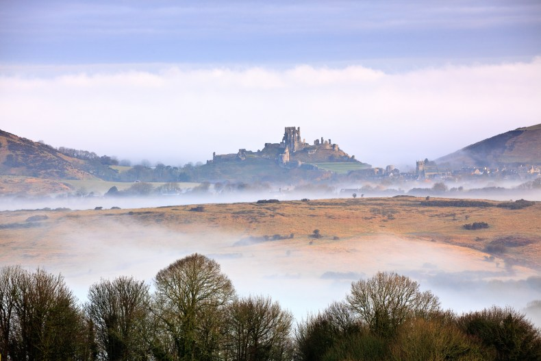 VP3. Corfe Castle from Kingston. Canon 5D II, 70-200mm f/4 at 145mm, ISO 200, 1/80 sec at f/8. © Mark Bauer