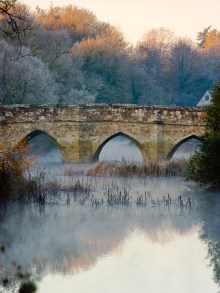 Sturminster Newton Bridge on a frosty morning. Canon 1Ds mark II, 70-200mm f/4L at 200mm, ISO 100, 1/15 second at f/11. © Mark Bauer
