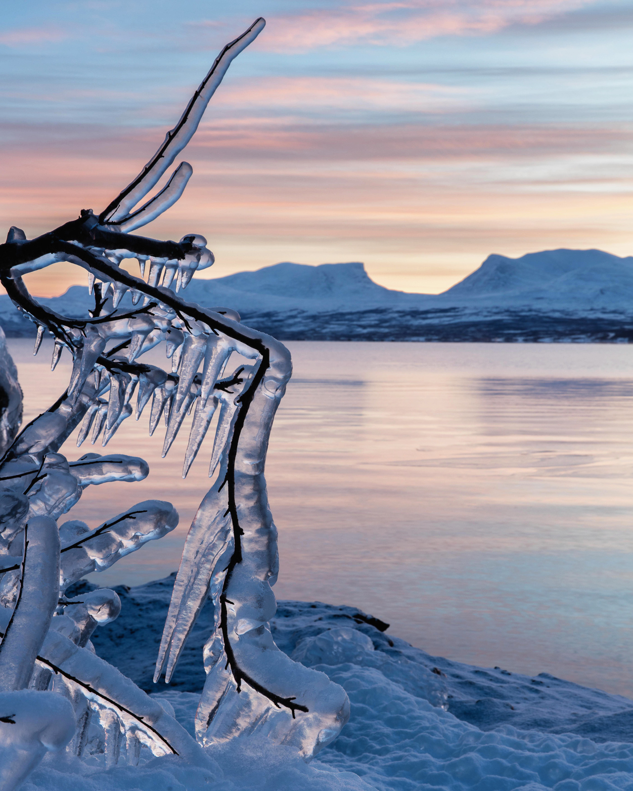 Lapporten the Gate to Lapland in . Canon 5DS Canon 24-70mm f/2.8 L II at 55mm, ISO 100, 0.4s at f/16 December 2015 © Oliver C Wright