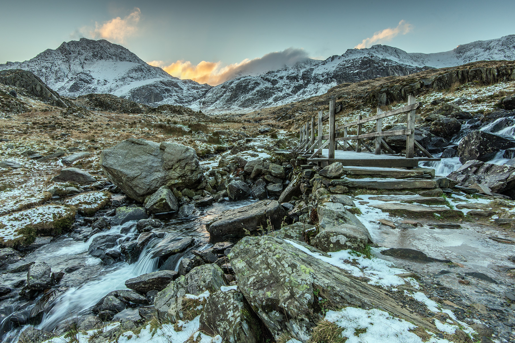 An icy approach to Tryfan and Cwm Idwal Nikon D800, Nikon 16-35 f/4 at 16mm, ISO200, 1/8s at f/16.Tripod. December. © Simon Kitchin