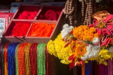 Kathmandu Colour at Pashupatinath Hindu temple. Canon 5D MkIII, 70-300mm at 140mm, ISO 100, 1/250 sec at f/8. © Stuart Holmes.