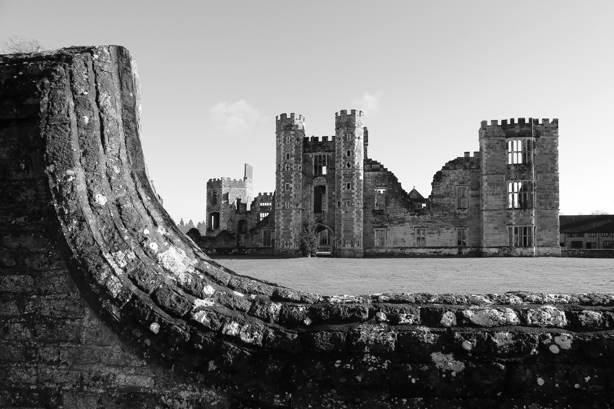 Cowdray Castle in Midhurst. Canon 6D, Canon EF 24-105mm f/4 at 24mm, ISO 320, 1/80s at f/14. January. © Beata Moore