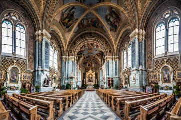 The lavish interior of Santa Maria Assunta. Nikon D810, 14-24mm at 14mm, ISO 250, 1/15s at f/2.8. ©James Rushforth