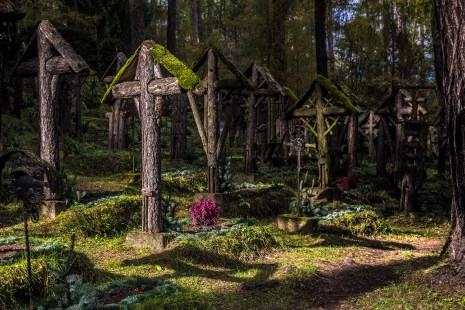 ©James Rushforth The sun illuminates a grave. Nikon D810, 24- 70mm at 48mm, ISO 100, 1/160s at f/6.3, September.