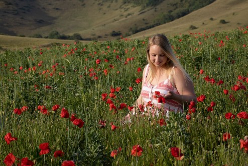 UK20-501 Steph Brewin amongst poppies, Bratton, Wiltshire