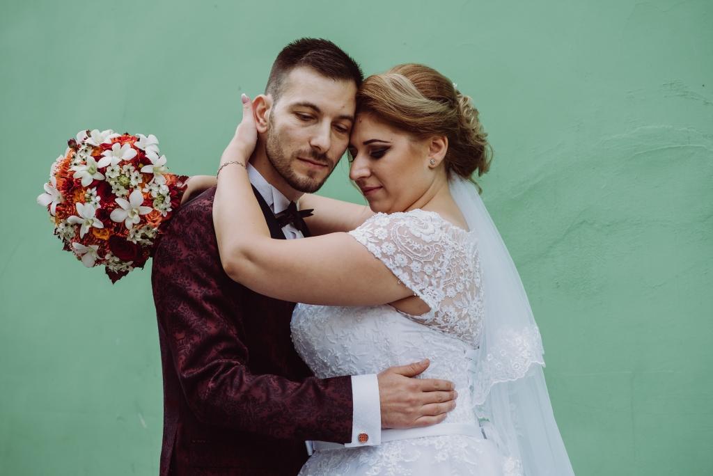 wedding photos brasov dupa ziduri