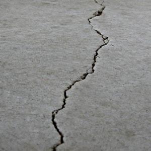 Floor cracks need underpinning in Florida