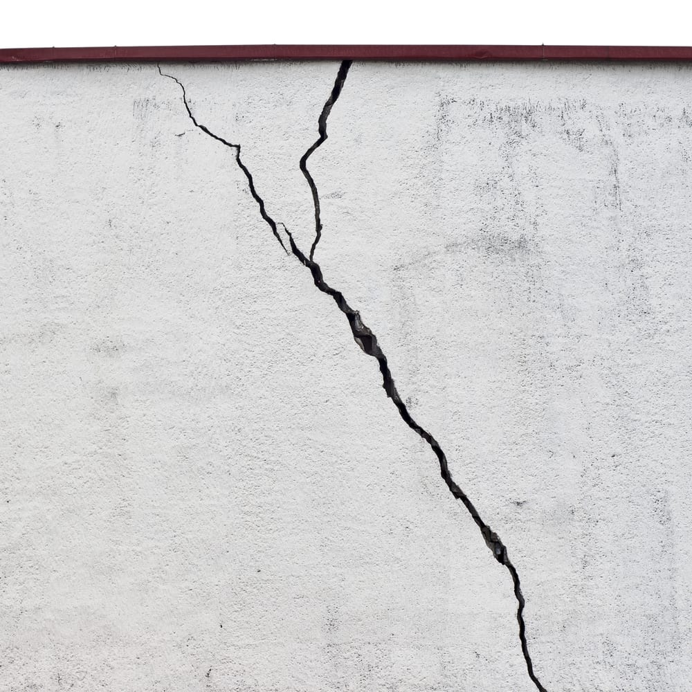 vertical wall crack