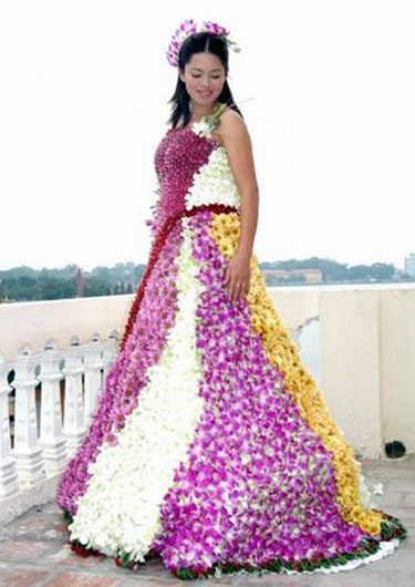 Wedding Dress Made From Flowers  Funny Bizarre Amazing