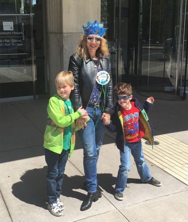 lauren-downtown-with-kids