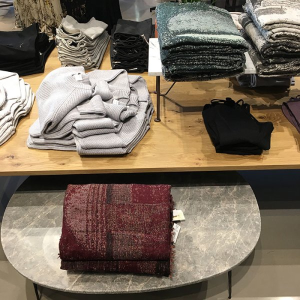 Aritzia 900 North Michigan Shops sweaters
