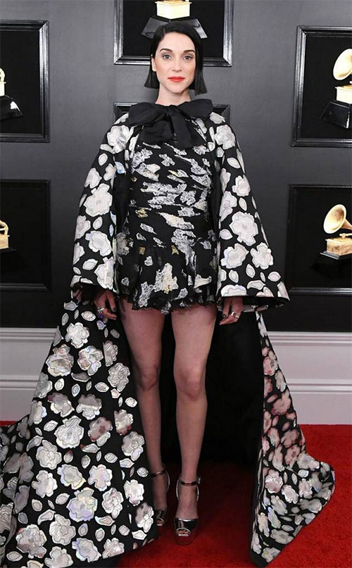 St. Vincent in Giambattista Valli bl;ack and white high low floral dress Grammy Awards 2019 Fashion