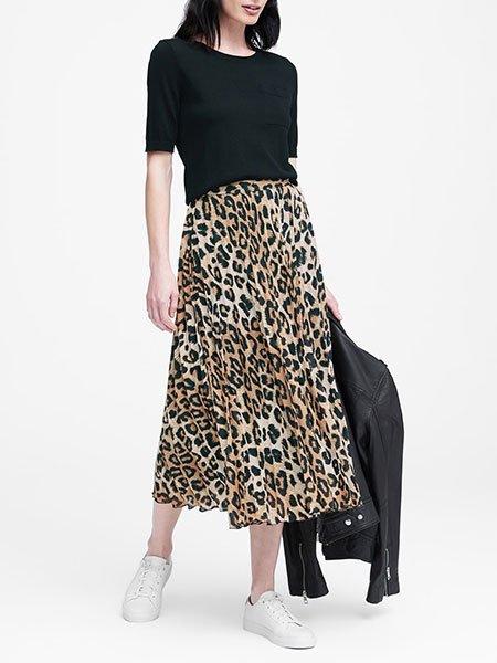 Jessica Biel Casual Leopard Print Pleated Midi Skirt fountainof30
