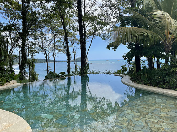 infintity pool Manuel Antonio costa rica fountainof30