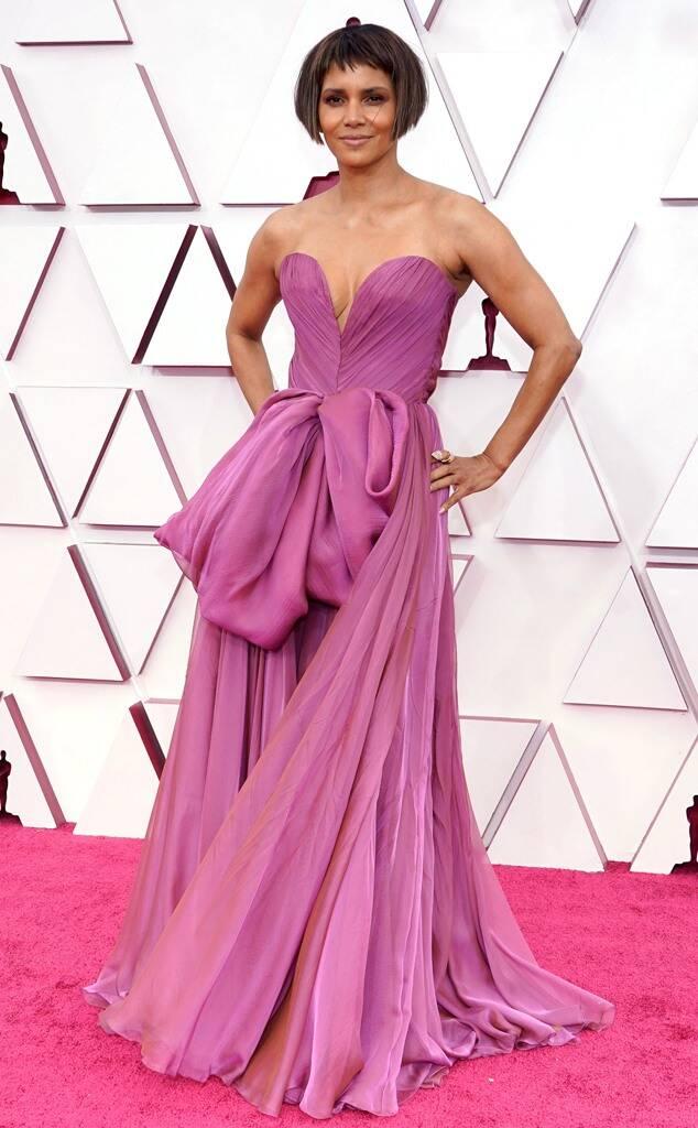 Halle Berry Oscars 2021 fashion fountainof30