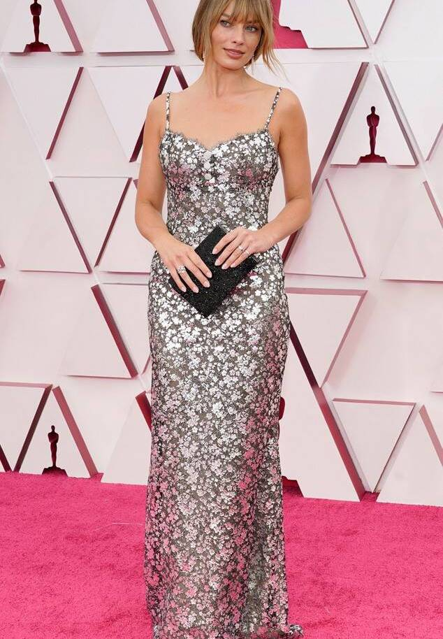 Margot Robbie Oscars 2021 fashion fountainof30