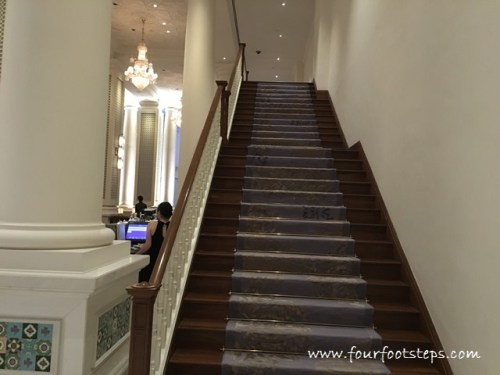 intercontinental_singapore_stairs_to_heritage_room.jpg