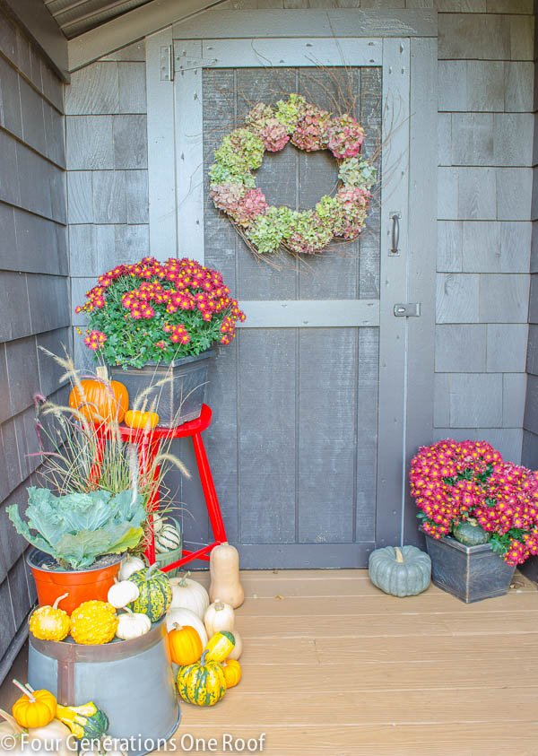 Fall_Decorating_back_door-5