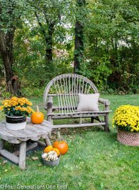 Simple Outdoor Fall Decorating at my friends home - Four ...