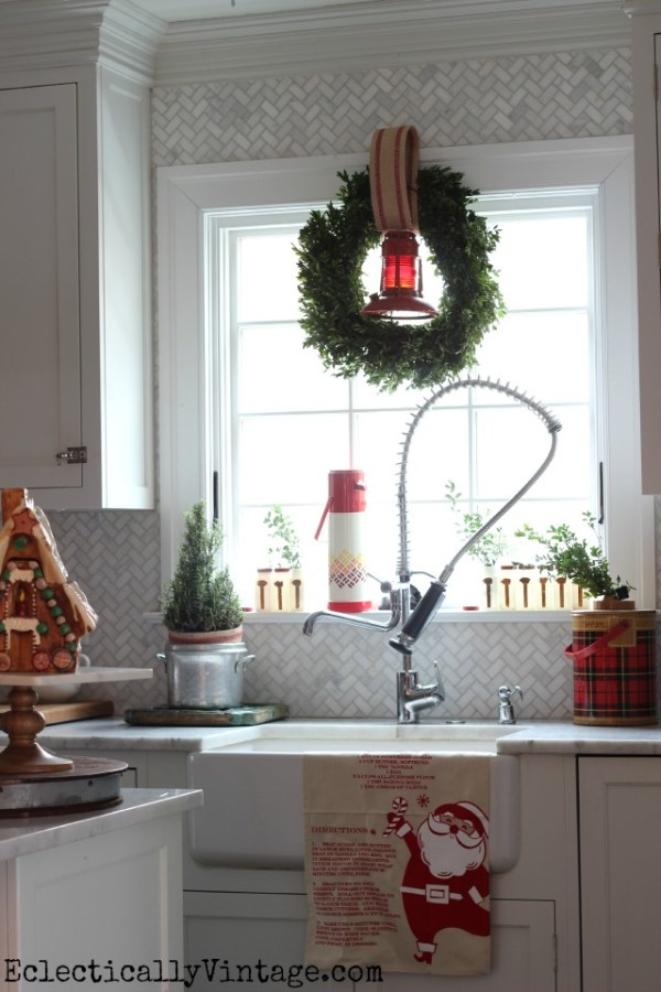 Christmas-Kitchen-Window-Vintage-Thermos