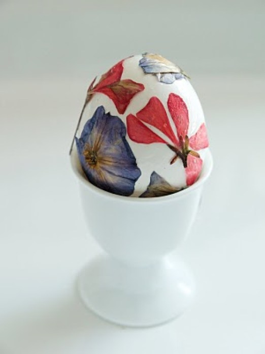 pressed-flower-easter-egg
