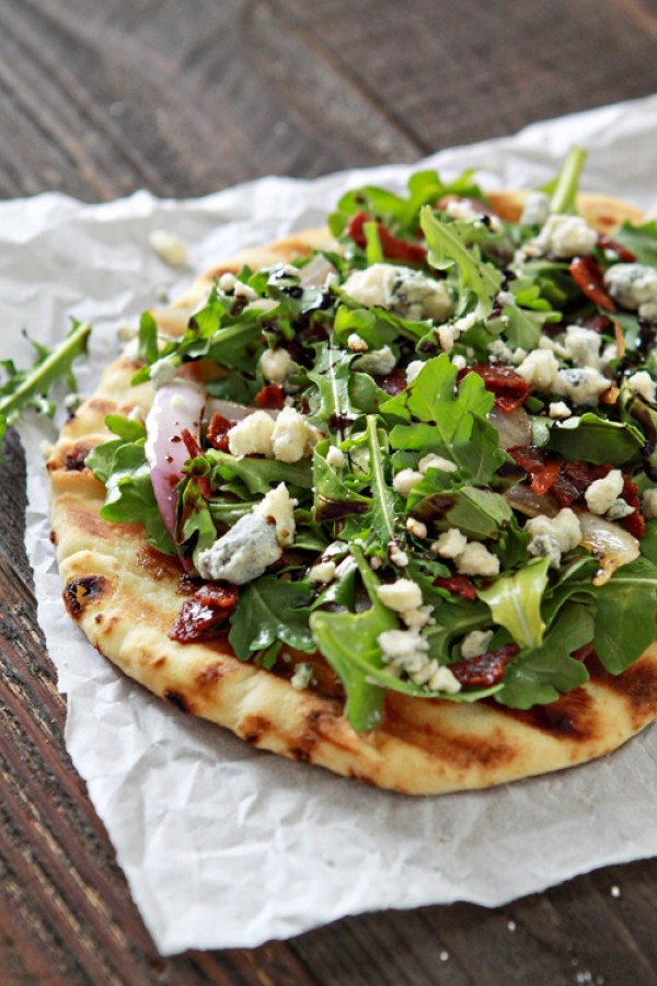 Bacon-Blue-Cheese-Grilled-Flatbread-with-Arugula