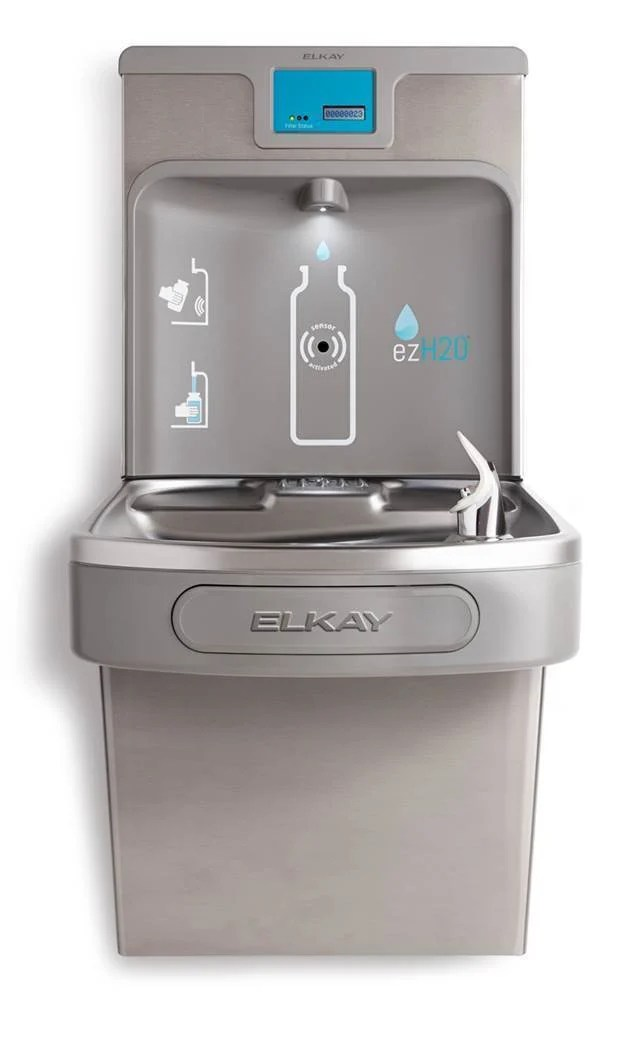 The ezH2O bottle filling station easily allows users to fill up their reusable water bottles in an efficient and hygienic way thanks to the hands-free and rapid filling technology.