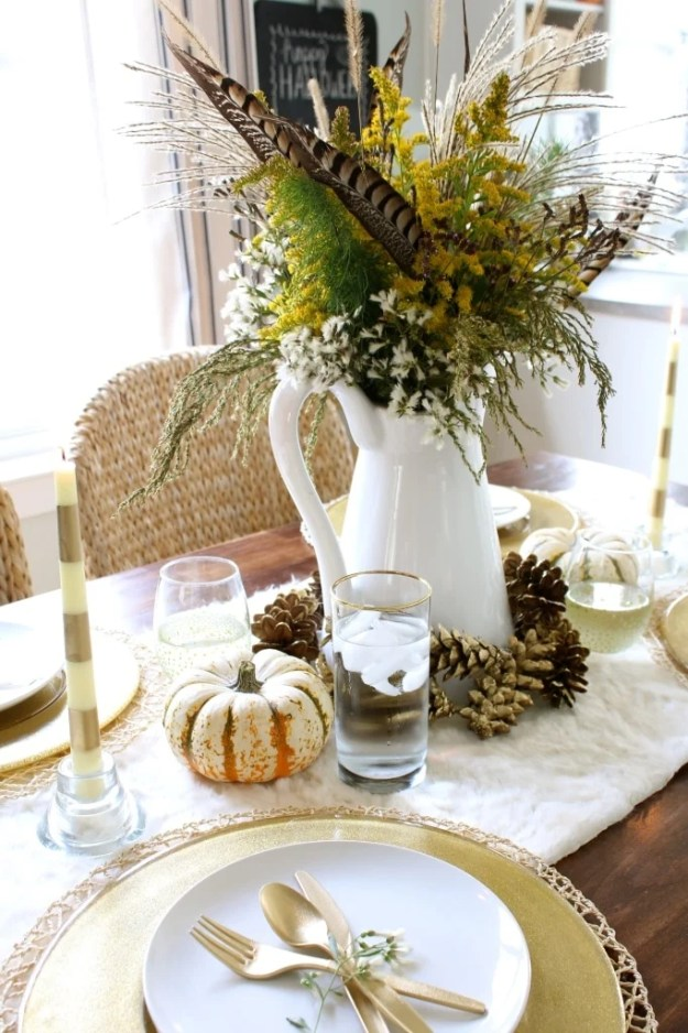 gold-and-wildflowers-pinecone-tablescape