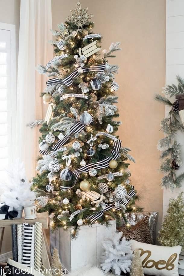Black-and-White-Christmas-Tree