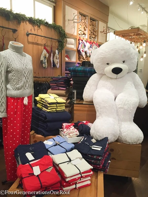 Holiday Shopping Copley Place Boston Lands' End Pop Up Store-14